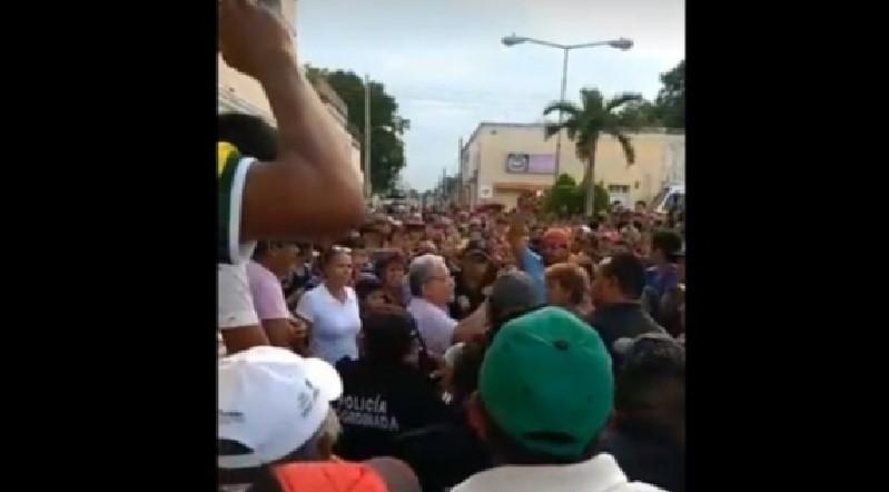 """Pobladores exigen expulsar a """"fuereños"""""""