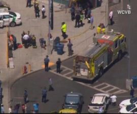 Auto embiste a peatones en Boston