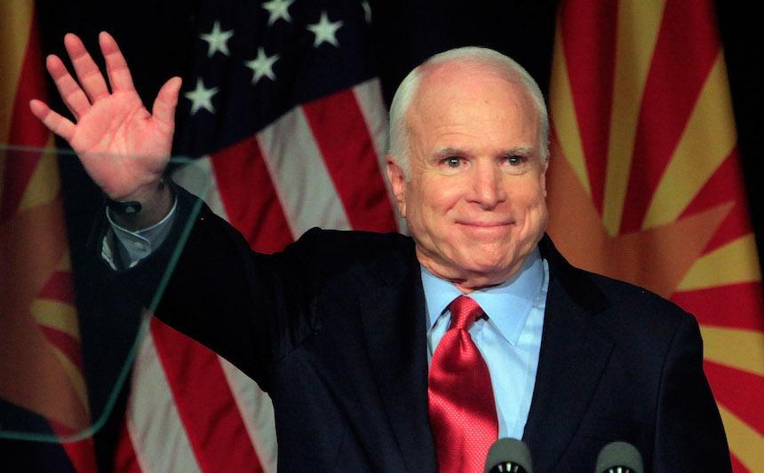 John McCain vota en contra de Obamacare