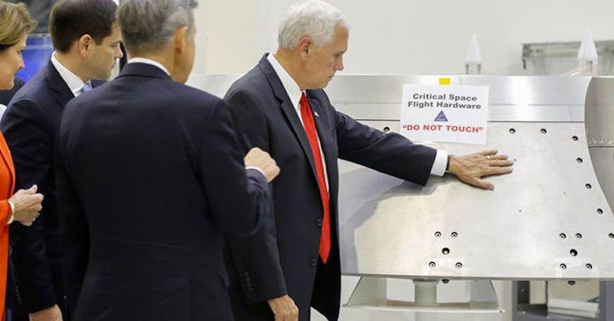 Mike Pence en la NASA