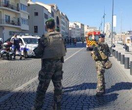 Camioneta embiste dos estaciones de autobús en Marsella