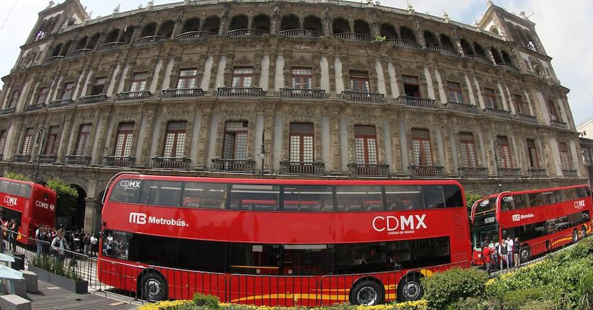 Camiones de doble piso del Metrobús