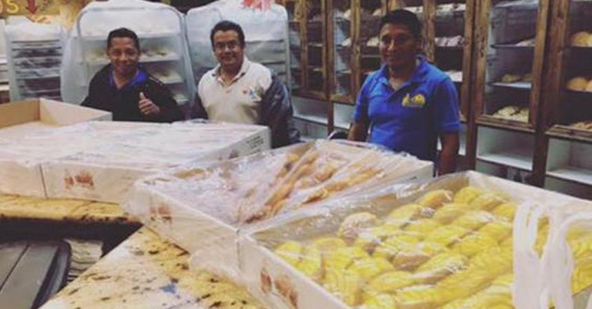 Panaderos mexicanos hornean pan dulce para damnificados por Harvey