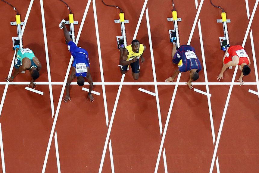 Usain Bolt se prepara para correr los 100 mentros