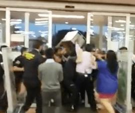Farderos y guardias pelean en WalMart Azcapotzalco