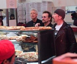U2 sorprendió a sus fans al aparecer sorpresivamente en una pizzería de Nueva York