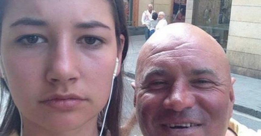La chica que se toma selfies en Instagram con los acosadores