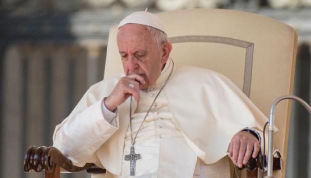 Papa Francisco dormido
