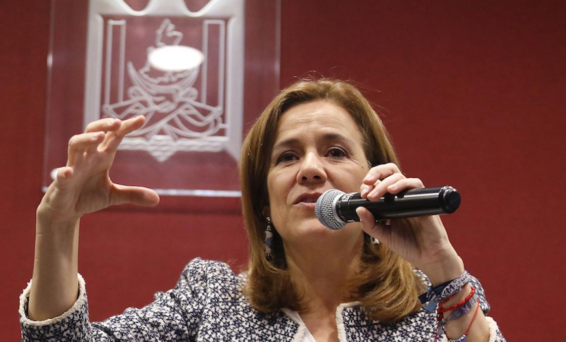 Margarita Zavala se burla del Frente y pide a panistas que le den sus firmas