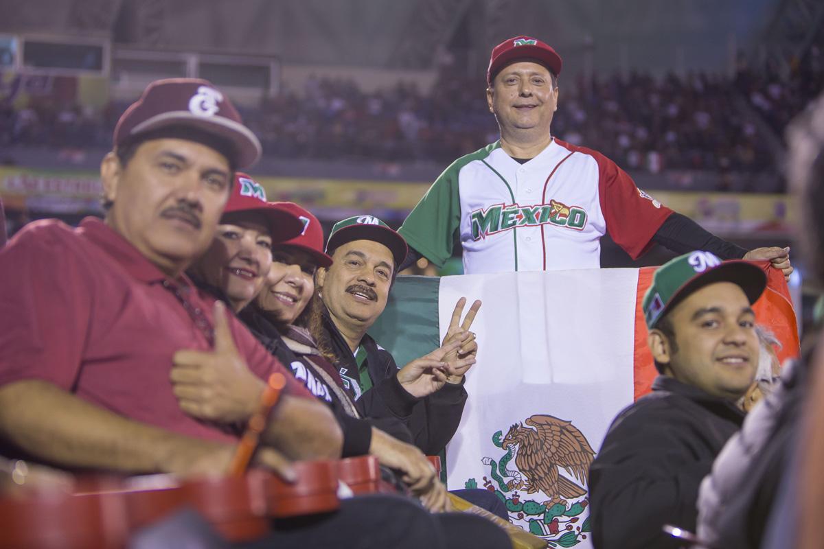 Fans mexicanos en la Serie del Caribe de Beisbol