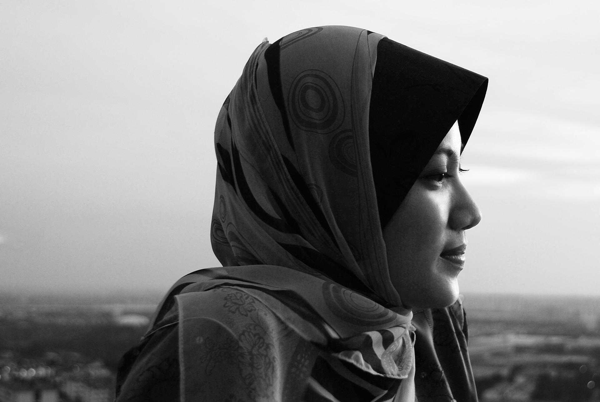 mujer usando hijab