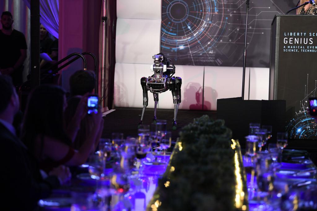 Lanzarán al mercado a SpotMini, el perro robot