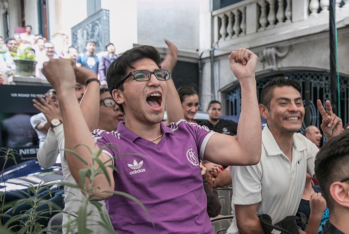Sopitas-Embajada-Nissan-Champions-League02