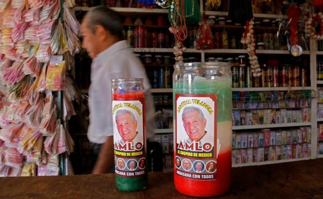 ¿Y a San Antonio ponlo de cabeza?: Ya están a la venta las veladoras para que AMLO gane las elecciones de 2018
