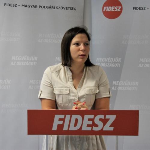 Péli Nikoletta (FIDESZ): Jó lenne, ha az MSZP-sek végre kivennék a kerítésvágó ollót a zsebükből!