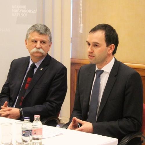 Sopronban tartott sajtótájékoztatót és lakossági fórumot Kövér László