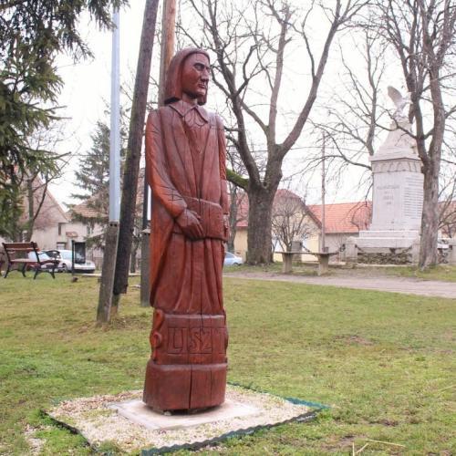 Visszakerült a helyére a januárban megrongált Liszt Ferenc szobor Harkán