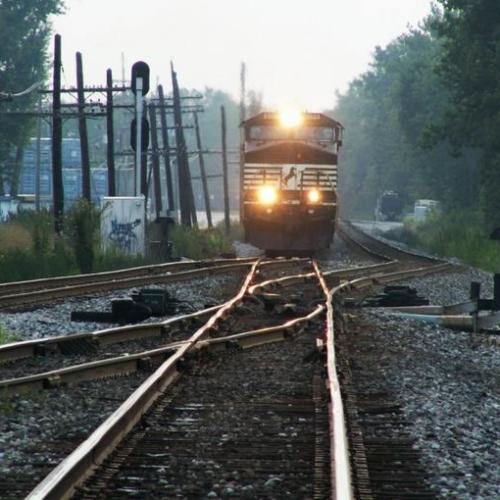 Csatornafedelet tettek a sínre, nyomoz a rendőrség