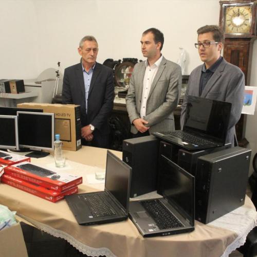 Közel egymillió forint értékű adományt adtak át Sopronban a kárpátaljai Csongor településnek
