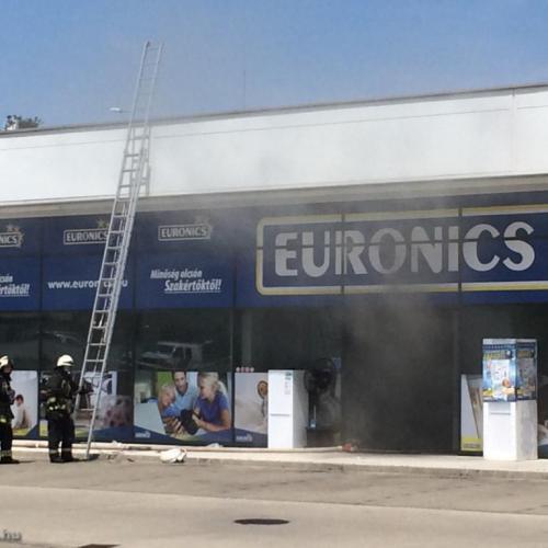 Tűz ütött ki a soproni Alphapark egyik áruházában