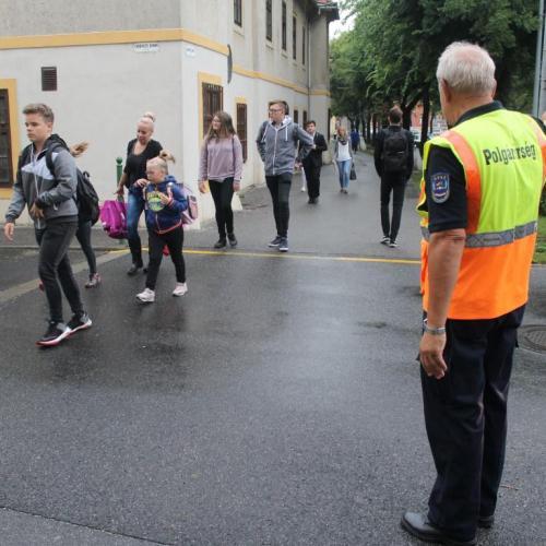 A Soproni Polgárőrök az idén is segítenek az iskoláknál a közlekedésben!