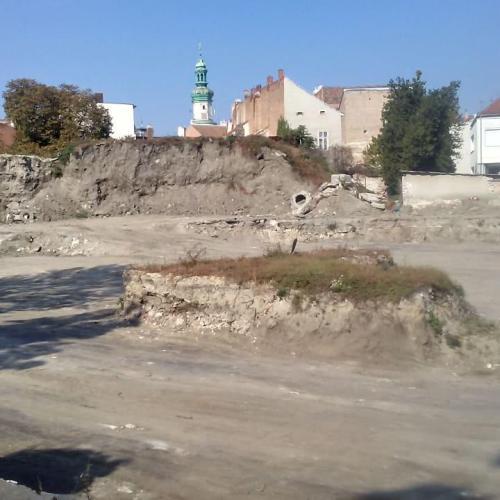 Sima a terep a tervezett soproni parkolótorony helyén! (videó)