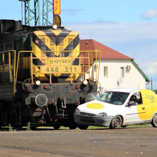 Vasúti szerelvény ütközött autónak Sopronban! ( Sok fotó )