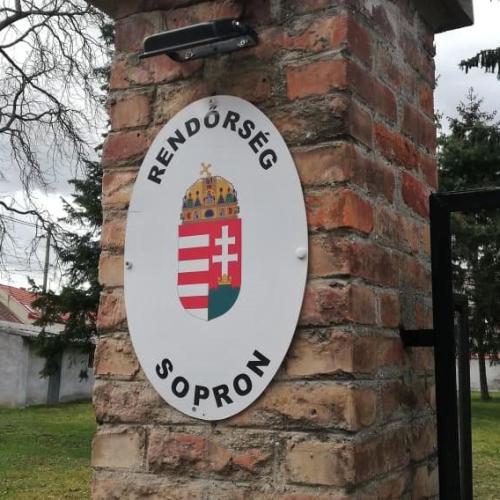 A soproni rendőrök elfogtak egy 21 éves román férfit, akinél kábítószergyanús anyag volt