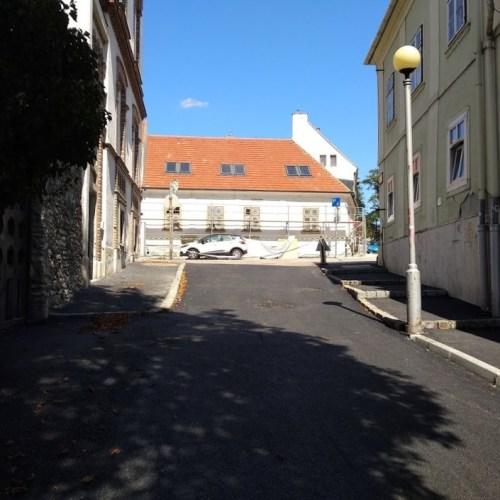 Ész megáll: leaszfaltoztak egy lezárt utcát
