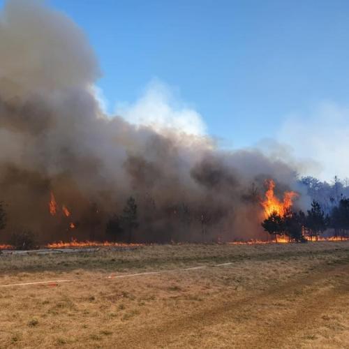 A tűz az úr Bécsújhely határában / Akcióban a lánglovagok