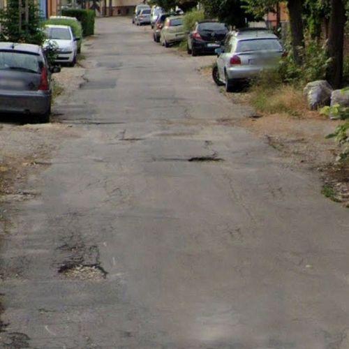 Évtizedek óta várják a Bercsényi utca felújítását a lakók