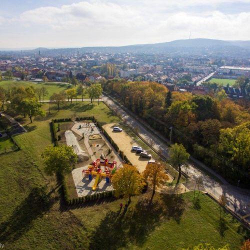 Környezetrendezés a Koronázódombon: új kilátóteraszról gyönyörködhetünk Sopronban