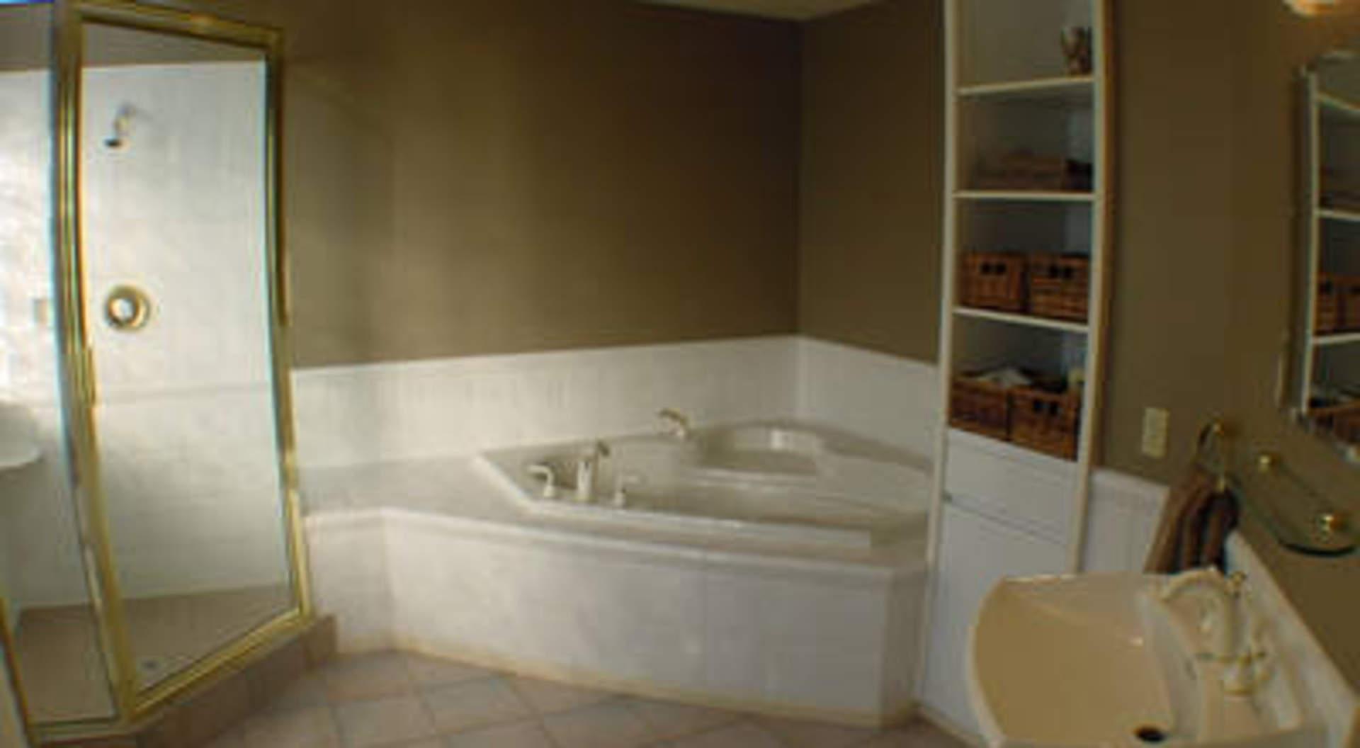 lg kitchen suite aid mixer cover 3320 thompson crescent - 西温哥华住房与地产——加拿大不列颠哥伦比亚省
