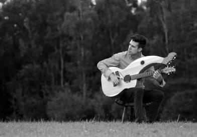 Musique : Entre renaissance et baroque, la guitare harpe et Jamie Dupuis