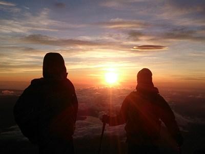 富士山頂からご来光