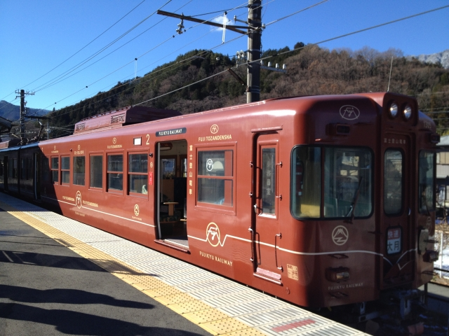What is the mountain railway which runs in the neighborhood most of Mt.Fuji?