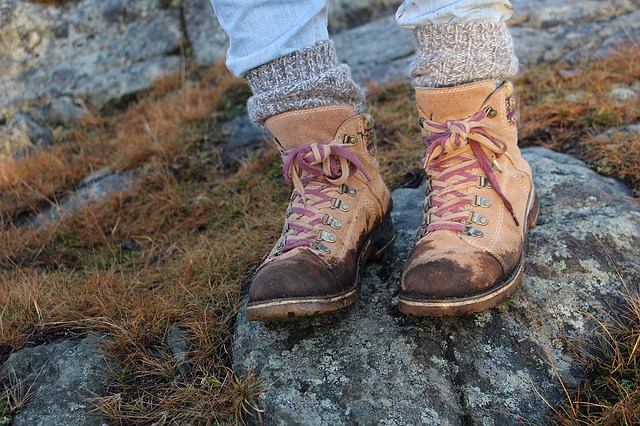 How to wear the trekking boots.
