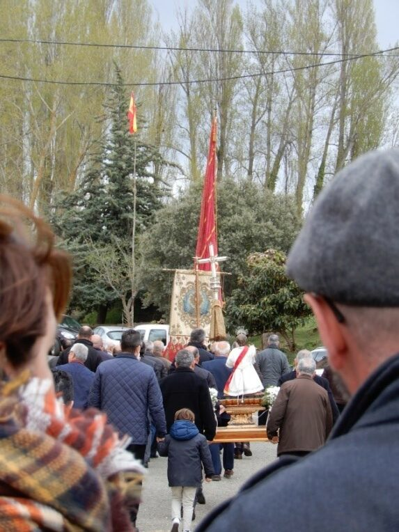 Procesión de Semana Santa por las calles de Berzosa