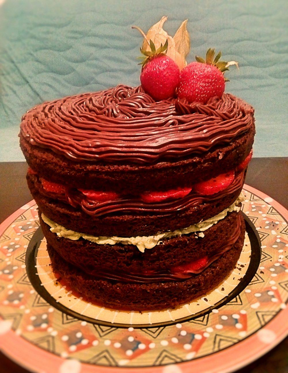 Tort din ciocolata si vin rosu cu crema ganache si matcha, lime