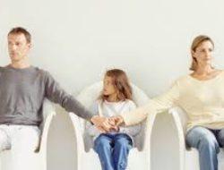 Boşanan Ebeveynler Çocuklarına Nasıl Davranmalı?