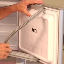 la porte de mon frigo ne ferme pas