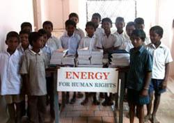 distribuzione materiale scolastico