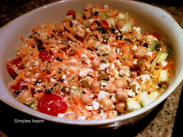 salada de ricota , cenoura e grão de bico