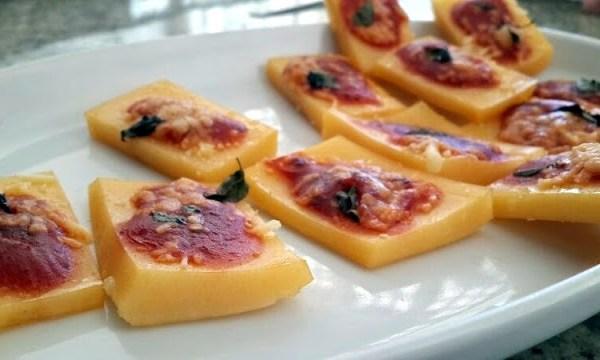 Mini pizza de polenta é um delicioso aperitivo