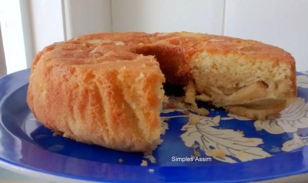Esse bolo de maçã alemão é muito saboroso.