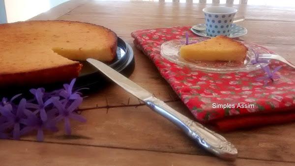 bolo-de-mandioca-com-xicara