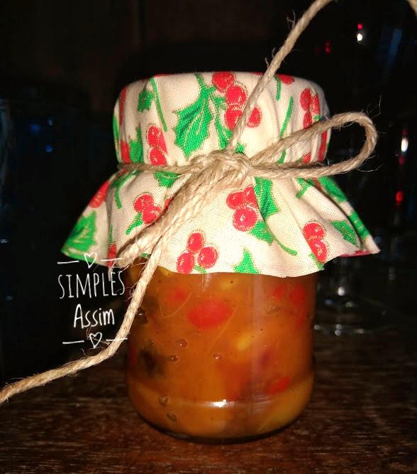 Esse chutney de manga com gengibre e pimenta é muito fácil de fazer e é uma ótima opção para presentear no Natal.