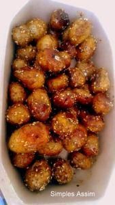 Batatinhas picantes com mel e gergelim são excelentes para servir como aperitivo