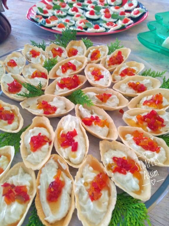 Essas Barquetes de gorgonzola com geleia de pimentão é um ótimo aperitivo