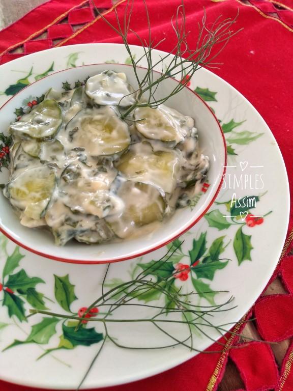 Tzatziki é uma pasta feita com iogurte e pepino